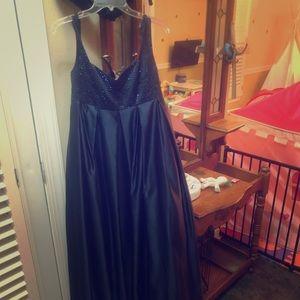 Dresses & Skirts - Maternity formal size 8